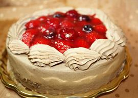 パティスリー フレーズ・フレーズのチョコ生クリームデコレーションケーキ